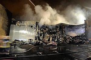 Violent incendie criminel aux Halles des foires de Coronmeuse: neuf personnes intoxiquées