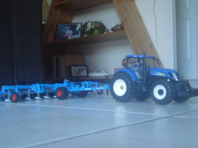 Passage de la herse avec un New Holland T7070