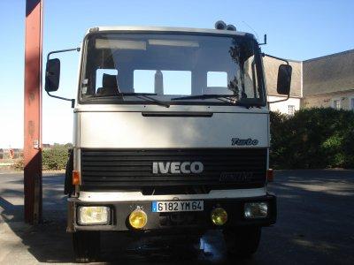 Mon stage ----> Hangar,camion de transport Iveco & ancien camion de pompier, le quad & un manitou très ancien !!!