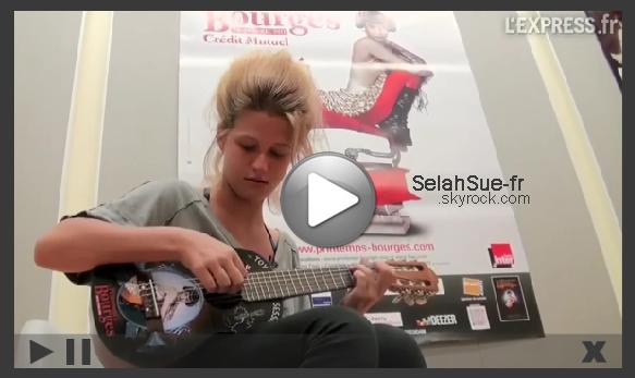 "Selah Sue interprète ""Break"" sur la mini-guitare de l'Express XD"