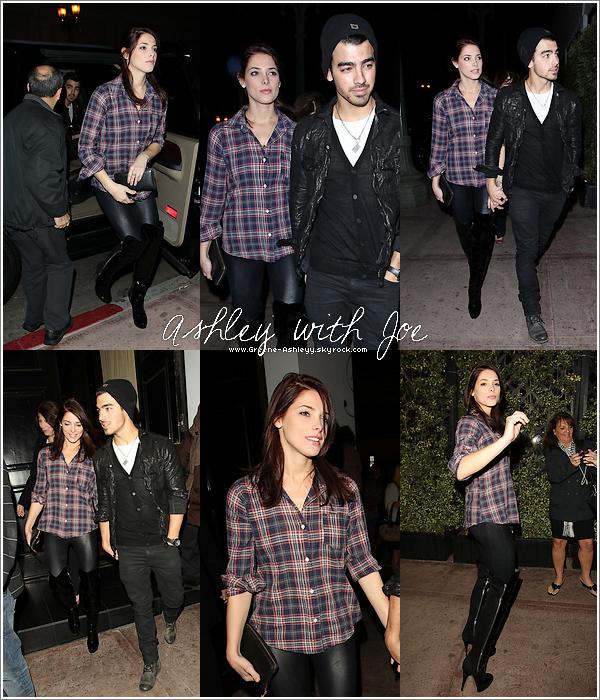 .   26 novembre 2010 - Soirée - Ashley & Joe ensemble pour diner. J'aime vraiment pas sa tenue !. .