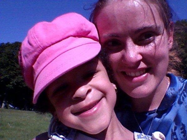 jessie akissi et maman au parc