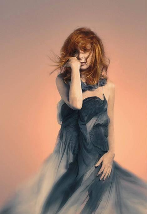 Mylène Farmer avec une robe superbe