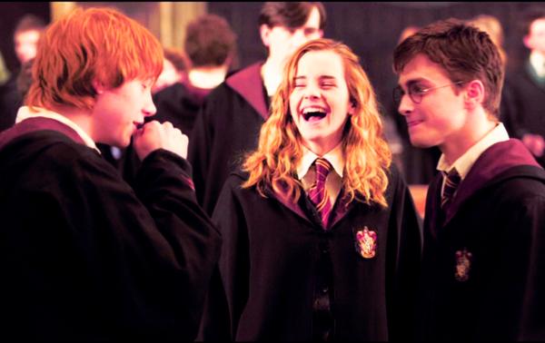 Toi aussi, tu perds la boule, dit Ron. Moi, je m'appelle Ron, tu te souviens ?