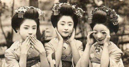Les geishas. 芸者.