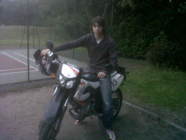 moi sur la moto de mon frere paul