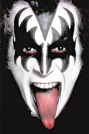 Imitation de Gene Simmons (KISS)