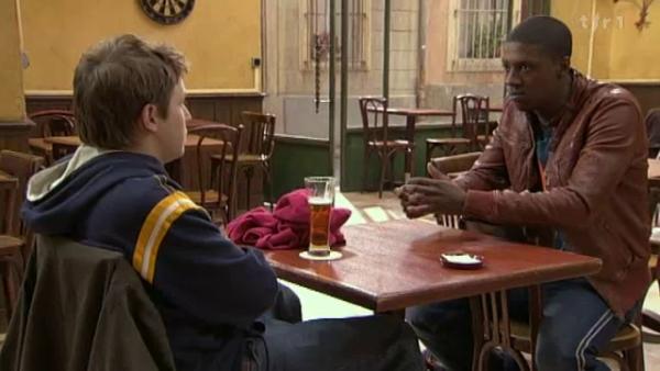 Nathan annonce a Djawad que la proprio de la boutique ne vend plus et que Estelle sera mise a la porte a la fin du mois  ( EPISODE 1704 - 21/04/2011 )