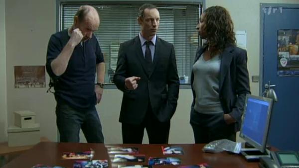 Apres avoir regarder les photos de l'appareil de Boher . Leo , Xavier et Doula trouve sa impossible que Rudy est put tuer Picmal ( EPISODE 1705 - 22/04/2011 )