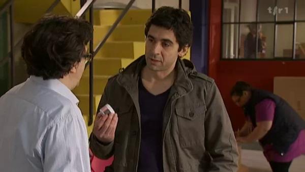 Benoit avoue a son patron qu'il a oublier de metre un baume dans l'une des boite . Sauf que c'est son patron qui en a mis un de tros pour l'offrir a Melanie  ( EPISODE 1705 - 22/04/2011 )