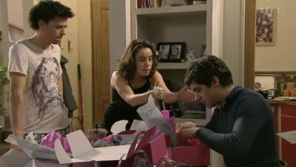 Sybille et Rapahal demande a leur pere d'arreter de travailler dans cet parfumerie   ( EPISODE 1707 - 26/04/2011 )