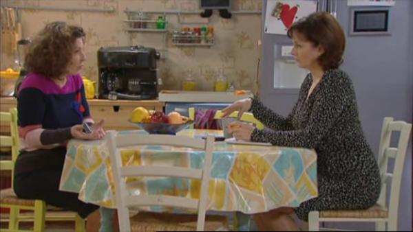 Mirta s'inquiete pour Wanda  , elle devait la remplacer ce matin a l'hotel   ( EPISODE 1709 - 29/04/2011 )