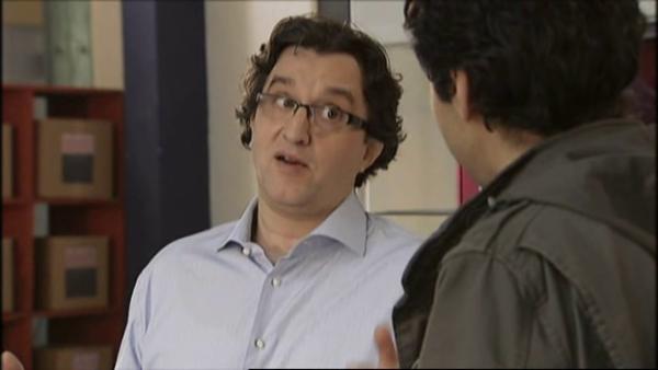 Il lui propose une ogmentation , sauf que Benoit refuse de continuer de travailler pour lui   ( EPISODE 1709 - 29/04/2011 )