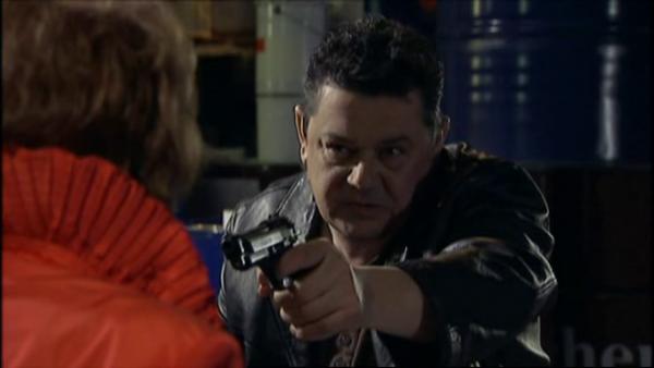 Norbert se souvient d'avoir oublier son argent cher Blanche , Wanda refuse de lui donner son adresse   ( EPISODE 1709 - 29/04/2011 )