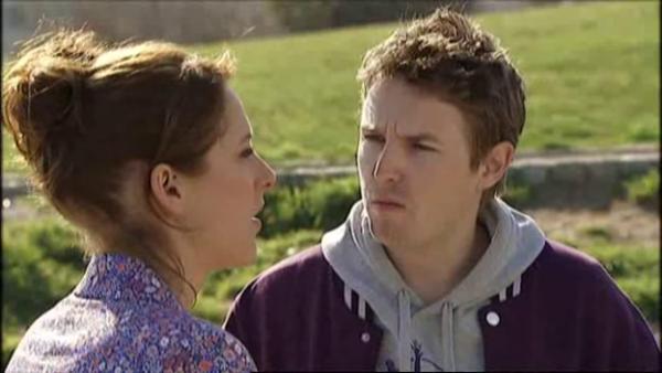 Nathan demande a Estelle d'expliquer a Djawad qu'il faut qu'il parte de l'apparte   ( EPISODE 1709 - 29/04/2011 )