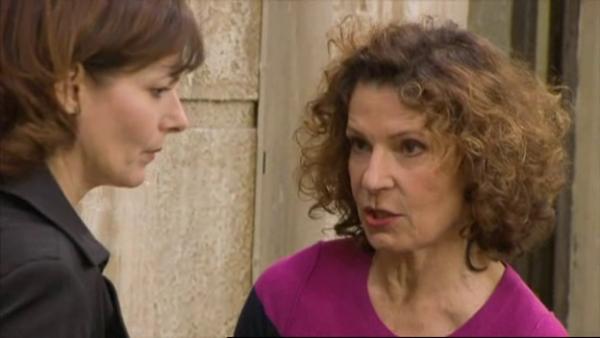 Blanche et Mirta demande a Leo s'il c'est ou se trouve Wanda   ( EPISODE 1709 - 29/04/2011 )