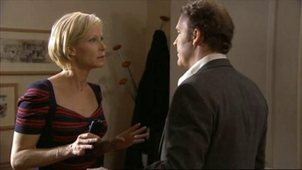 Céline n'arrive pas a comprendre pourquoi vincent la denoncer a Xavier   ( EPISODE 1709 - 29/04/2011 )