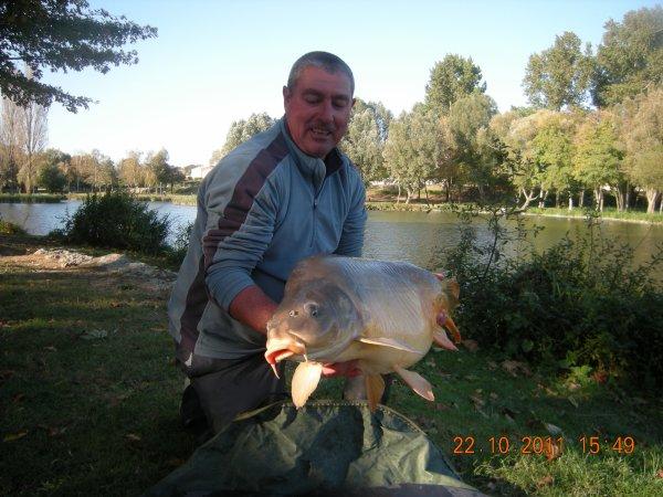 mon pere et moi avec notre session de 24 h de peche pour 4poisson pr 70 kg du lourd la session