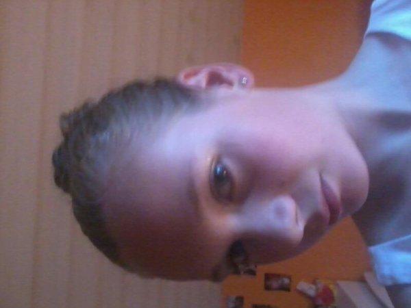 Moi a mon anniv coiffer par ma cousine emma