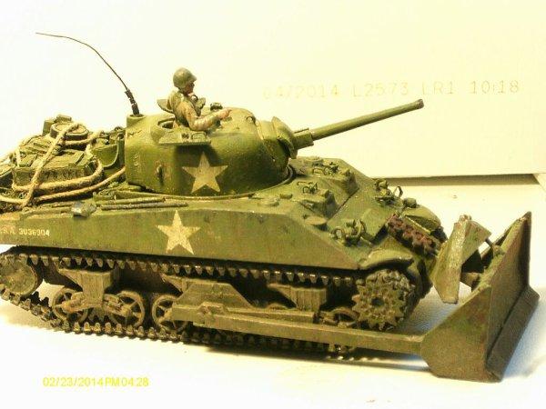 M4A2 Sherman Dozer 1/72