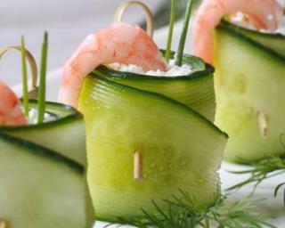 Rouleaux de concombre au chèvre frais, crevette et citron vert ET Tomates cerises farcies au chèvre frais