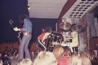 22 septembre 1968     LES VARIATIONS - MARC TOBALY - JOE LEB - JACKY BYTTON - P'TIT POIS , EN CONCERT à Condé /sur /Escaut  sur la scène du Caméléon