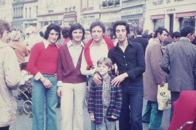 Photos Archives personnelles de M José Deregnaucourt - La braderie de Condé sur Escaut - octobre 1970 , la place de Condé / sur / Escaut  .