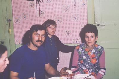 Photos Archives personnelles de M José Deregnaucourt - Giséle et  Marcel Bélurier  leurs fiston  et Suzanne