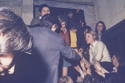 JEAN FRANCOIS MICHAEL ( Adieu-jolie Candy ) le  15 février 1970  en concert sur la scène du Caméléon
