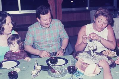 Photos Archives personnelles de M José Deregnaucourt - La famille CARDON, les Années du super Dancing le Camélèon  1968 -1974 , 2000  places ,  rte de Bonsecourt 59163 Condé  / sur  /Escaut  .