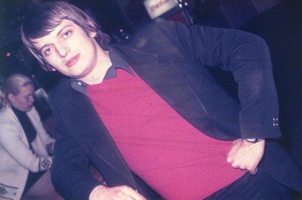 Photos Archives personnelles de Mr José Deregnaucourt  - 1969 , Daniel- Hebdowski serveur au Camé  , je ne sais pas si la dame n'est pas Bénia ( Bernadette Przybylski (  Bénia ) qui était serveuse au Camélèon ?? ( josé )
