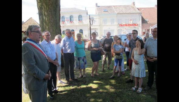 Minute de silence pour les victimes de Nice hier midi place D'Hergnies Nord  59199 .