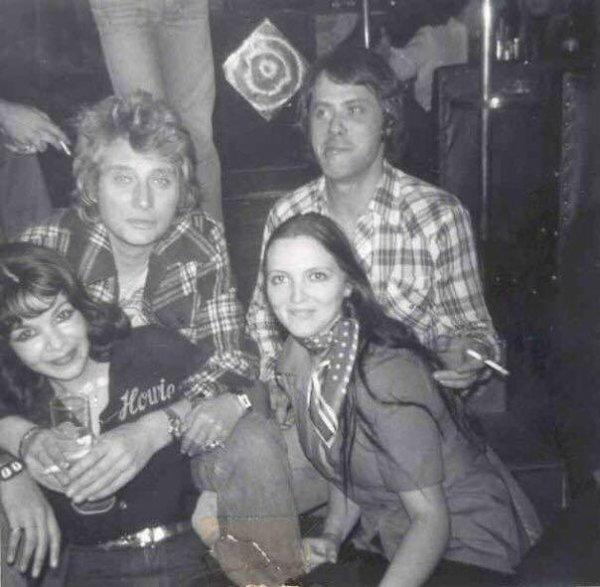 Notre copine Michèle Lardot de Bruxelles , brasserie Léquinoxe avec son grand copain Johnny et des Amis .