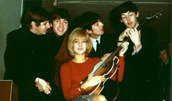 19 Janvier 1964 concert à L' Olympia ( photo ) Sylvie et les Beatles  .