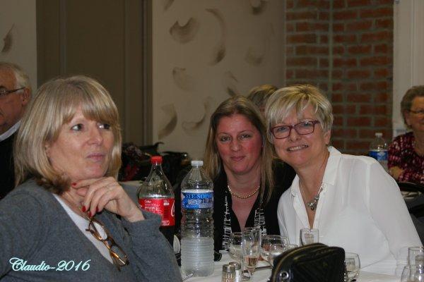 Une bien belle soirée entre amis ( la suite ) Jacqueline , Mme Claudio et Martine .