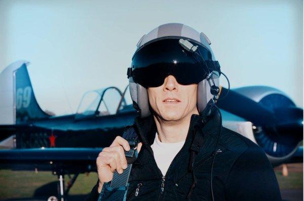 Nouvelles de notre ami Lorenzo Caminotti .Clin d'oeil à Top Gun 2 pour ces premières séquences enregistrées du nouveau clip de Lorenzo Caminotti dont assure à nouveau notre ami James Planchon