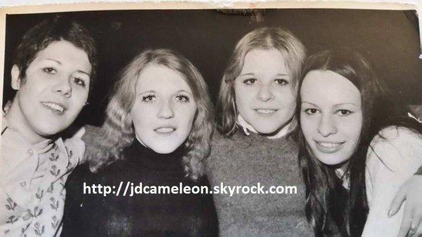 Photo 1 : Evelyne à Droite, Marie-Jo à gauche. Photo 2 : Patrick Doffenies à la sono du Caméléon ( photos Evelyne pour les Amis du Caméléon  ) .