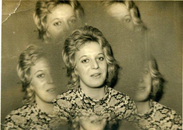 Djanie , photos Eugène Bernhard ( 1968 prise au Caméléon à Condé / sur / Escaut ) .