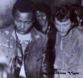 """Photo archives Vigon"" Alan(garde du corps de Johnny) Johnny Hallyday et Vigon 1970 Photo prise lors de la ""Tournée Johnny Circus"""