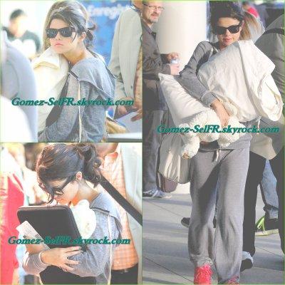 Après les MMVA,Selena se rendait a l'aéroport de Toronto (Canada) se 20 juin 2011