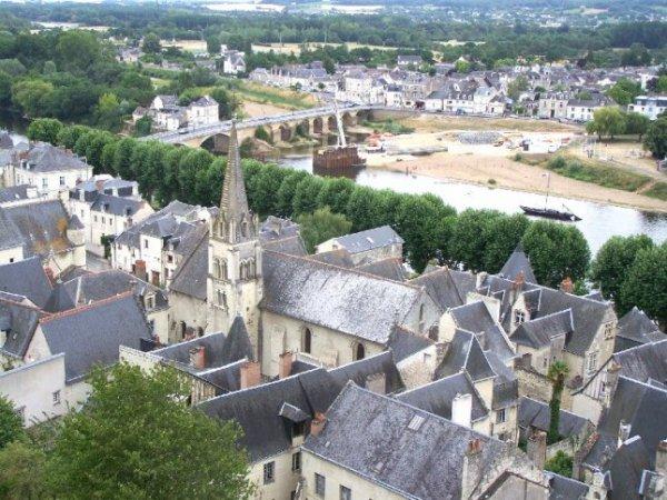 vue de chinon prise du château restauration du pont et le quartier StJacques