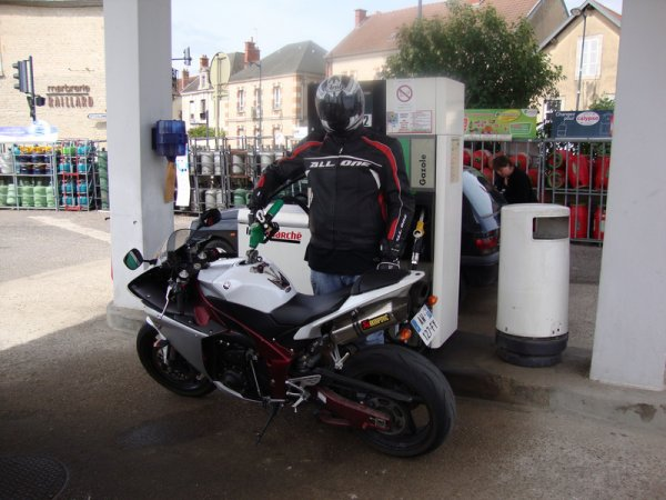 le motard , le vrais ne regarde jamais ca consomation d essence non , car quand ont aime on ne compte pas