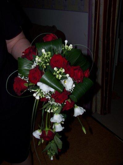 bouquet de mariee tombant blog de fleursadomicilemariage. Black Bedroom Furniture Sets. Home Design Ideas