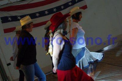Nous sommes un jeune groupe de danseurs country,l'association a debuté en mars 2011 et nous avons une devise;danser en riant et en s'amusant!Voici quelque images de notre demonstration à Vironchaux le 14 mai 2011