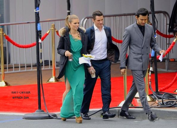 *   » Matt sur le tournage de 90210 accompagné de Michael Steger (Navid) & AnnaLynne McCord (Naomie).Je trouve que AnnaLynne est très jolie !  *