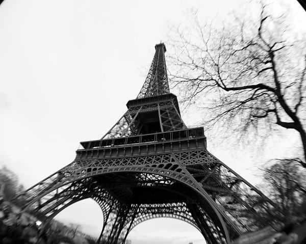 "Tour Eiffel, guitare du Ciel .  (Objectif ""Fisheye"")"