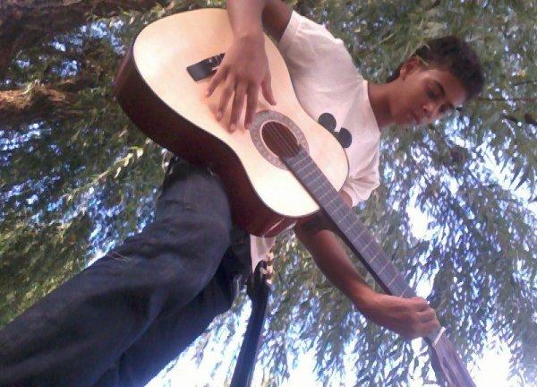 *vec la guitare