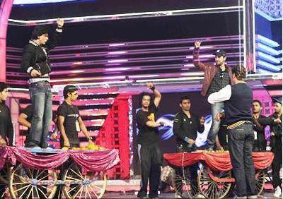 Shah Rukh & Ranbir at Filmfare Rehearsals, 2012