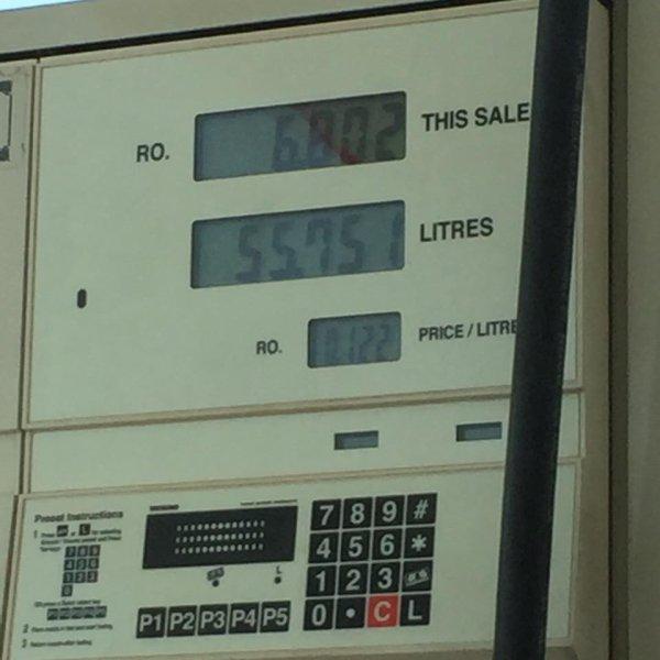 1.44¤ le plein d'essence ... Vive la France et vive la république
