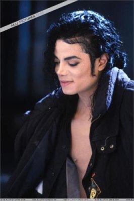 Hallo.                  Écoute: Forever Now.  De: Tokio Hotel.  Humeur: |   Image: Michael Jackson.